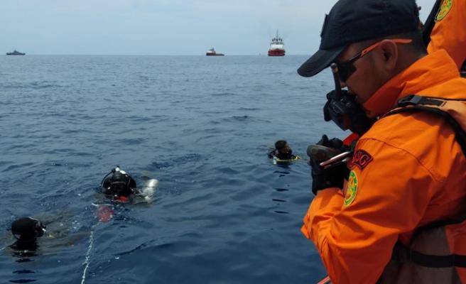 300 kişilik ekip denizde 189 kazazedeyi  arıyor