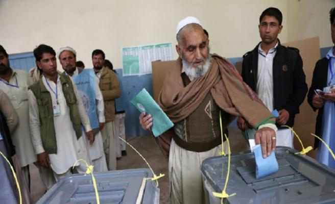 Afganistan'da halk tercihini yapıyor