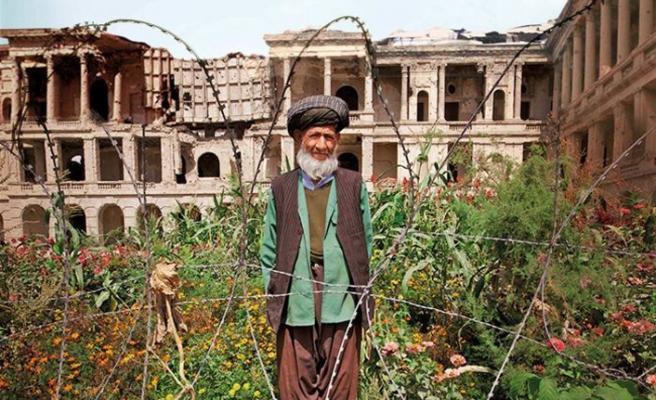 Afganistan'da savaş ortasında bahçe kuranlar