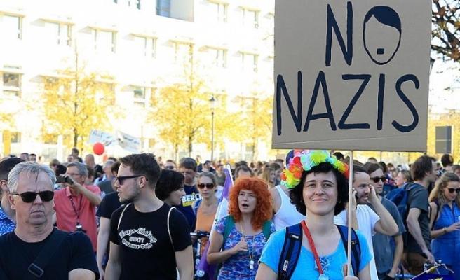 Almanlar yabancı düşmanlığına karşı yürüdü