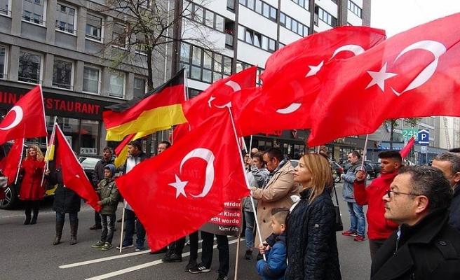 Almanya'da Türk çocukların hakları için gösteri düzenlendi