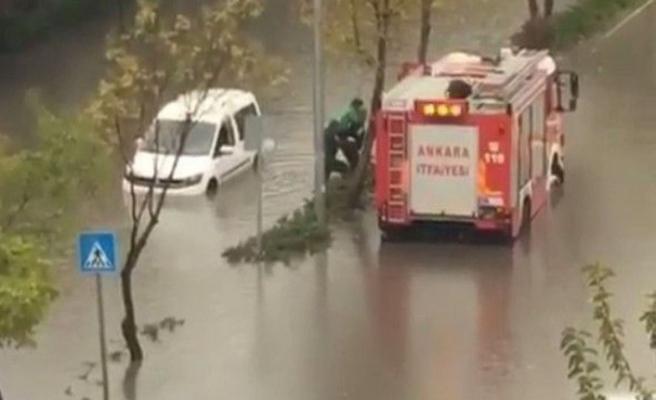 Ankara'yı yine sel bastı