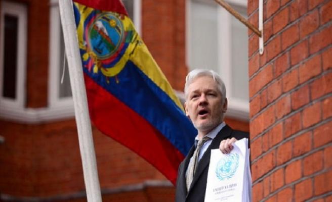 Assange'la Ekvador'un arası açıldı