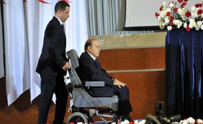 Buteflika, 5'nci kez cumhurbaşkanı adayı