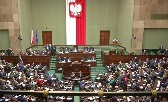 Emeklilik yaşı Polonya'da sorun oldu