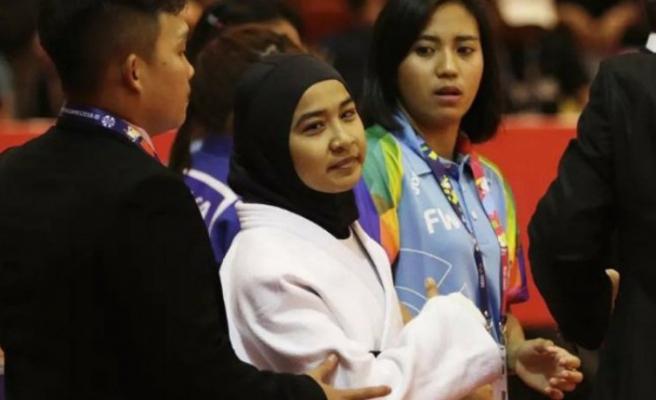 Endonezya'da başörtülü sporcuya engel