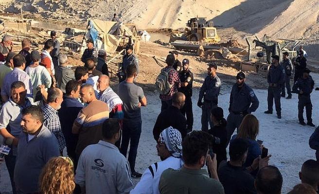 Filistinliler, Han el-Ahmer Köyü'nün yıkılmasına izin vermedi