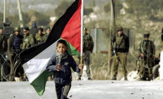 İsrail Gazze sınırında 3 Filistinliyi yaraladı