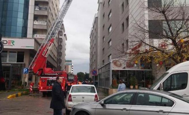 İzmir Adliyesi'nde gaz sızıntısı, tahliye başladı