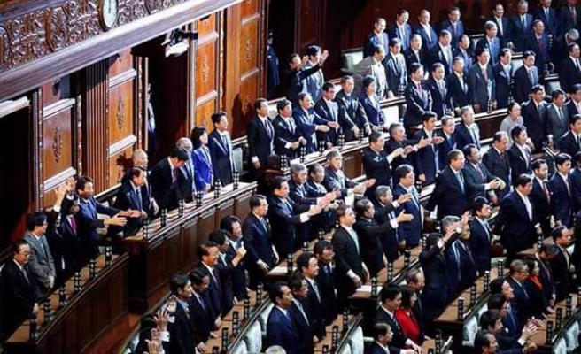 Japonya'da 19 bakanın 13'ü gitti