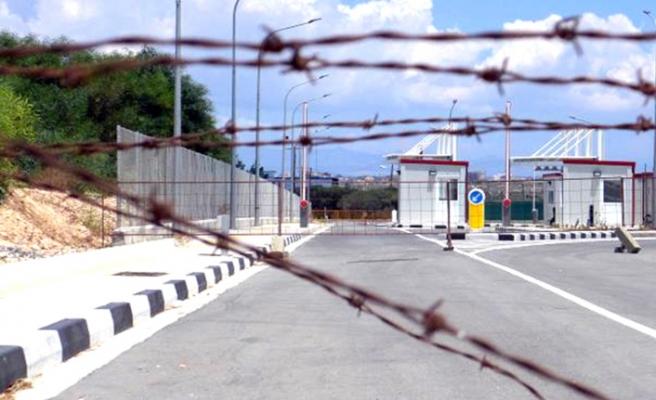 Kıbrıs'ta Derinya ve Aplıc sınır kapılarını açıyor