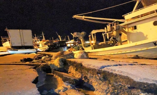 Komşuda 6,8 deprem, limanda hasar var