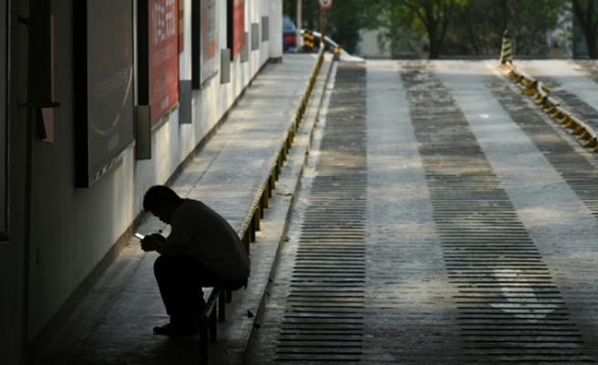Litvanya'da telefonla yürümeye ceza