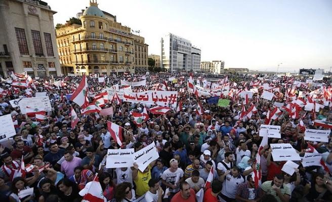 Lübnan'da hükümet taraflar arasında düğümlendi