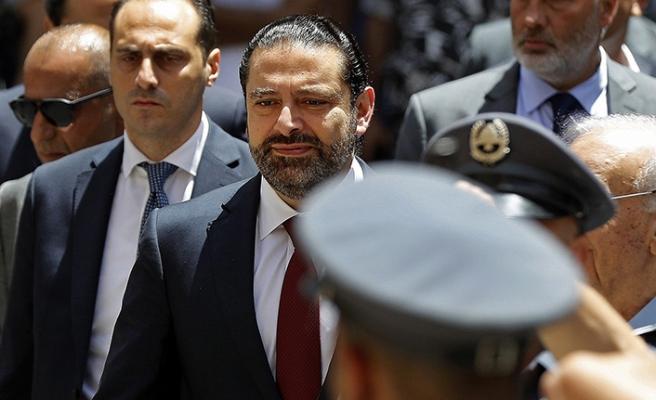 Lübnan'da hükümet eli kulağında