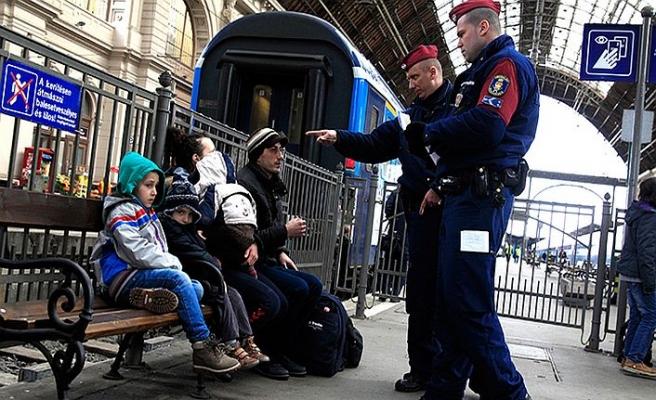Macaristan göçmen almamak için herkesle kavgalı