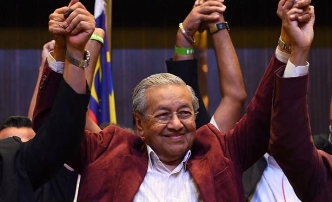 Mahathir ASEAN'a depremi hatırlattı