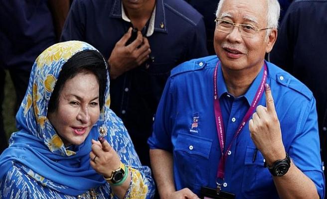 """Malezya Eski Başbakanı ve eşine """"kumpas"""" suçlaması"""