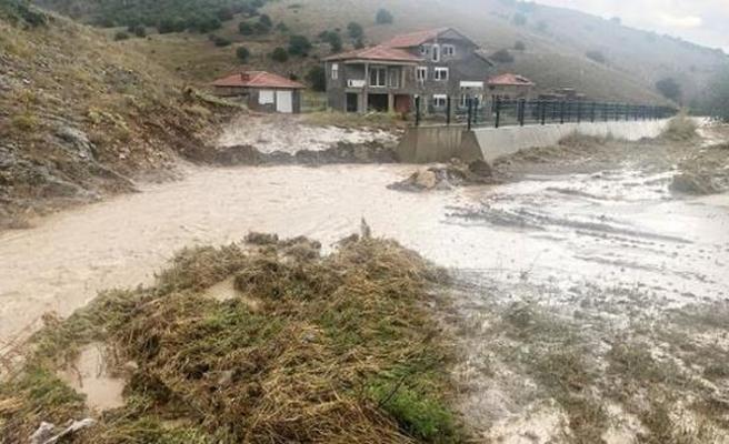 Mardin'de heyelan Siirt'te 8 köy yolu kapandı