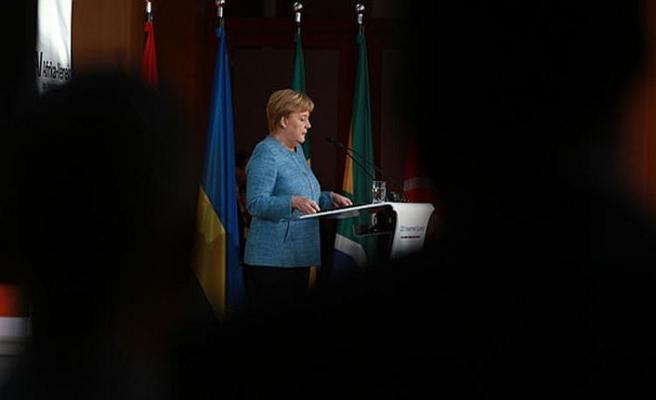 Merkel adaylık kararı sonrası ilk kez konuştu