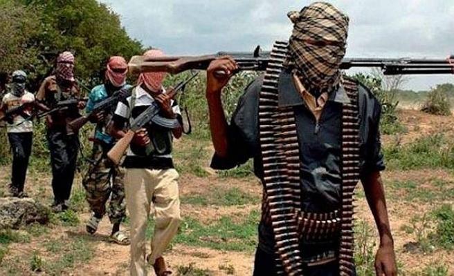 Militanlar 8 kadın ve 1 bebeği kaçırdı