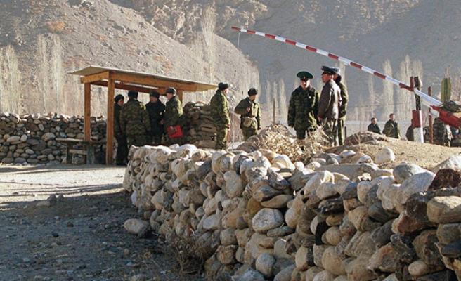 Özbekistan-Tacikistan sınırı mayınlardan temizleniyor