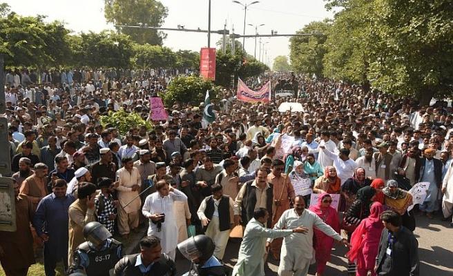 Pakistan'da özelleştirme karşıtları sokağa indi