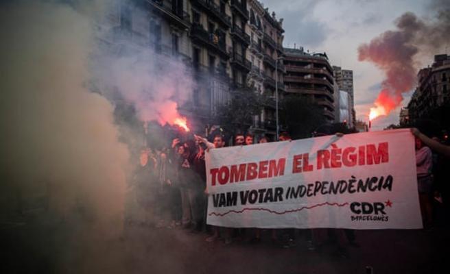 Referandumun yıl dönümünde Katalanlar yolları kapattı