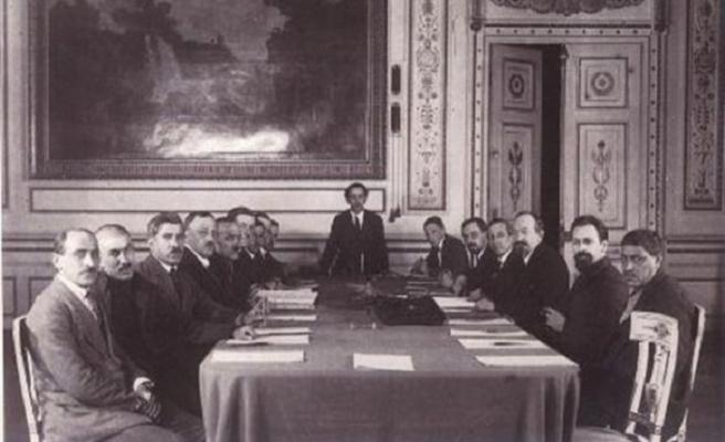 TARİHTE BUGÜN:(13 Ekim) Kars Antlaşması ile doğu sınırı kesinleşti