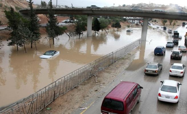 Ürdün'de sel sonrası kayıplar aranıyor