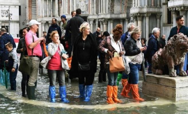 Venedik için kötü zamanlar, su şehrini su bastı