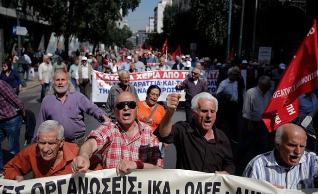 Yunanistan'da emekliler kazan kaldırdı