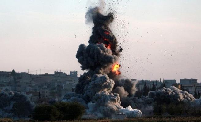 ABD güçleri Deyrizor'u vurdu: 17 sivil öldü