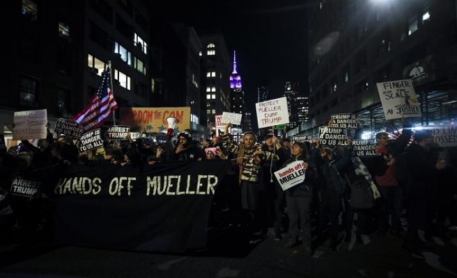 ABD'liler sokağa döküldü: Muller'i koruyun