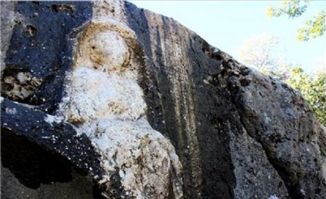 Adıyaman'da tarihi kaya mezar bulundu