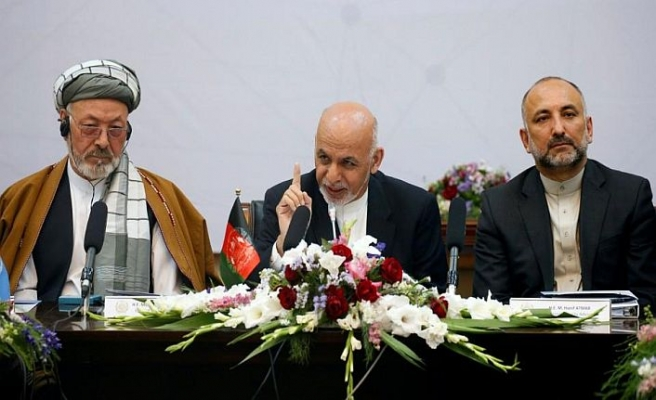 Afgan liderinden Taliban'la barış sinyali
