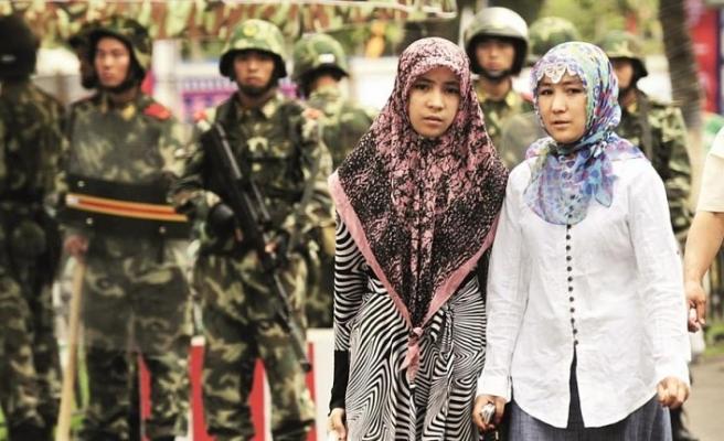 Almanya Çin ile  Doğu Türkistan'ı görüşecek