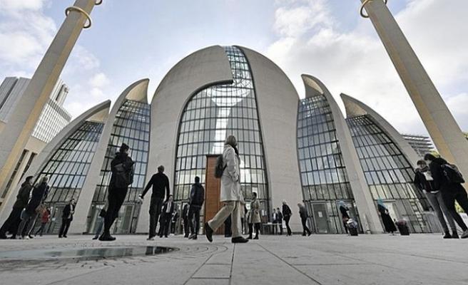 Almanya'da camilere devlet baskısı sürüyor