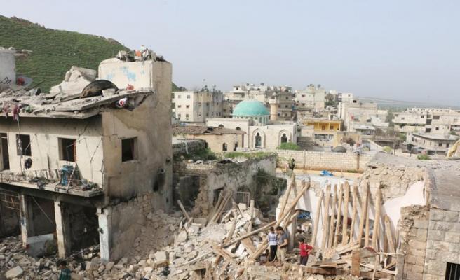 Esed güçleri İdlib'in güneyine saldırdı