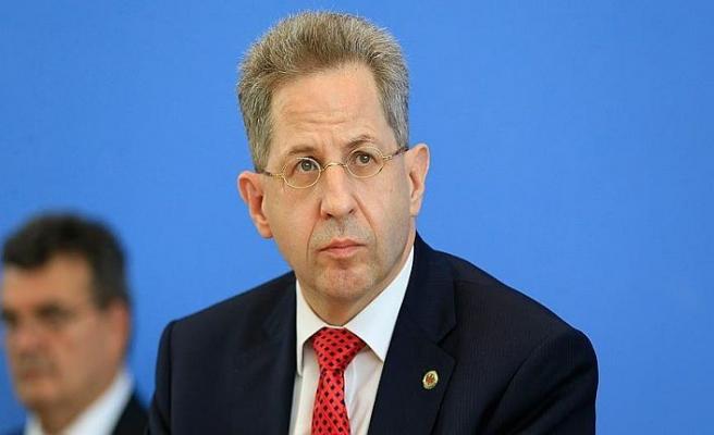 Almanya'da görevden alınan istihbarat şefinin emekliliği istendi