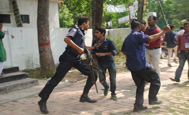 İktidar partisinde iki grup çatıştı, 4 kişi öldü