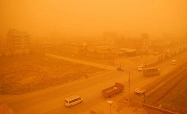 İran'da toz fırtınası nedeniyle kamu kurumları tatil edildi