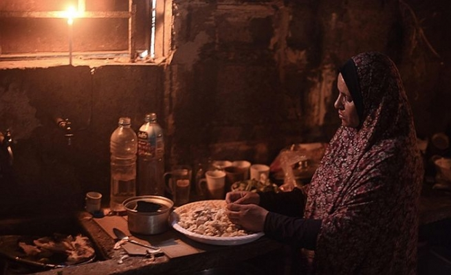 Katar desteği Gazze'yi az da olsa aydınlattı