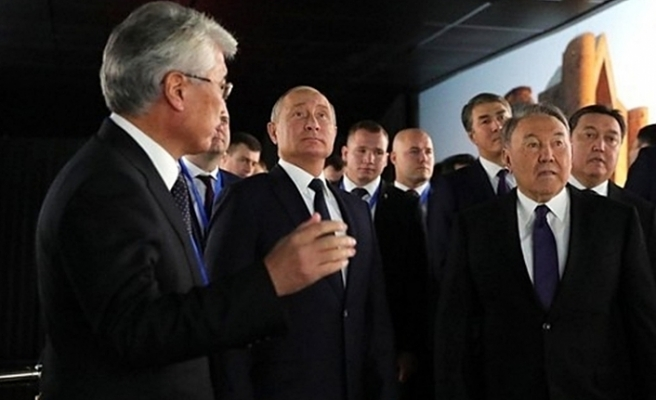 Kazakistan'daki fuarda Kerç köprüsünün resmi olay oldu