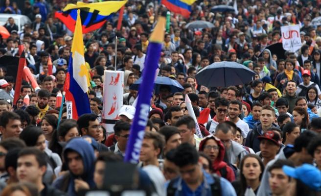 Kolombiya kaynıyor