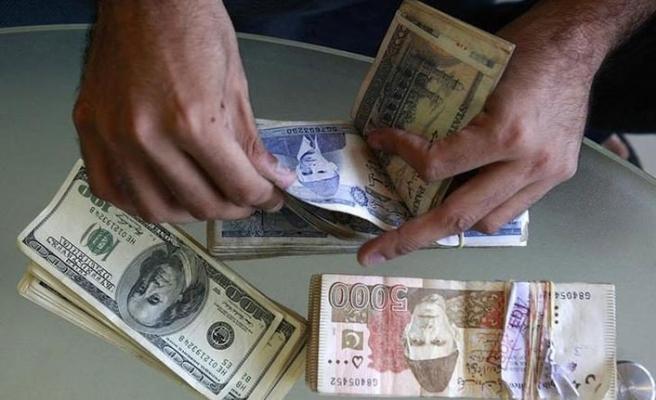 Pakistan dolar karşısında eriyor