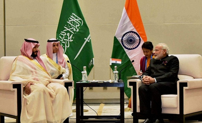 Prens Selman Arjantin'de diplomatik temaslarına devam ediyor