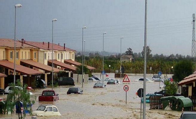 Sicilya'da nehir taştı, 9 kişilik aileyi yuttu