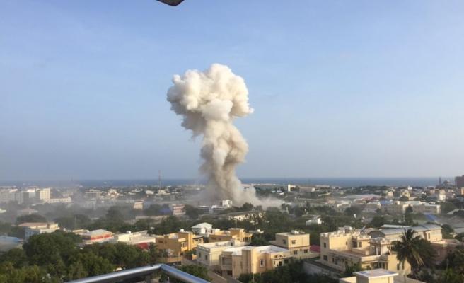Somali'de ikiz bombalı araç saldırısı