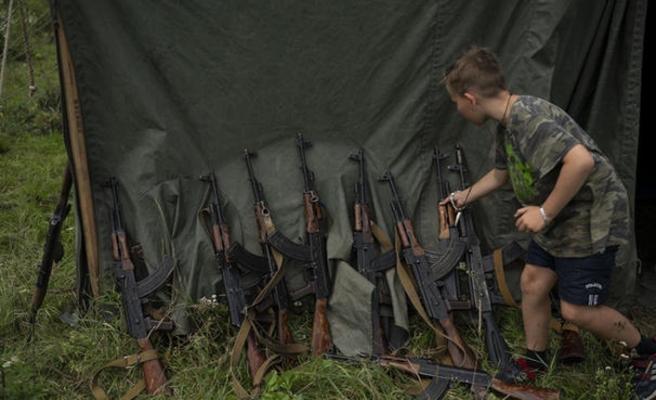 Ukraynalı milliyetçi çocuklara öldürme eğitimi verdikleri kampı anlattı